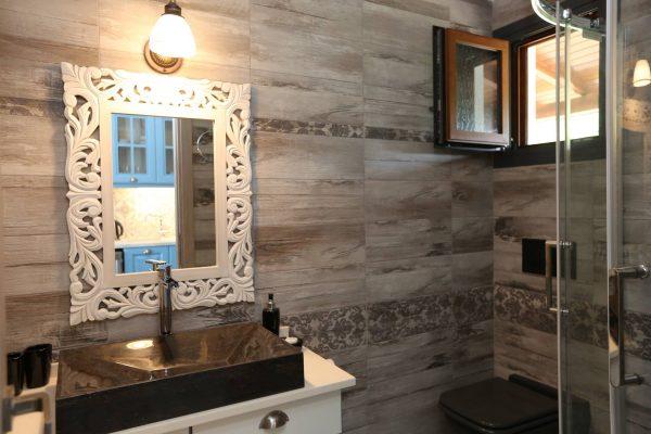 Theodora-Deluxe-bathroom-1
