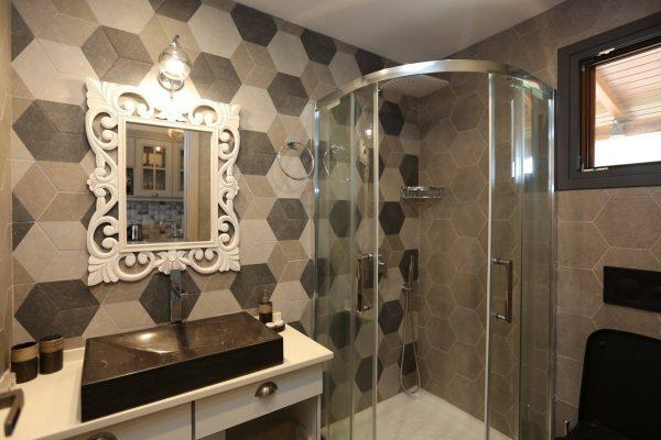 Theodora-Deluxe-bathroom-2
